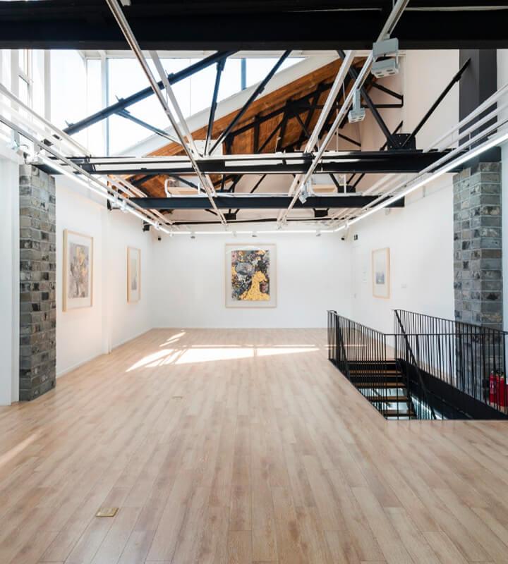 L'ambition portée par Reiffers Art Initiatives est de donner une dimension globale au travail de ses artistes en les mettant en dialogue avec d'autres cultures.