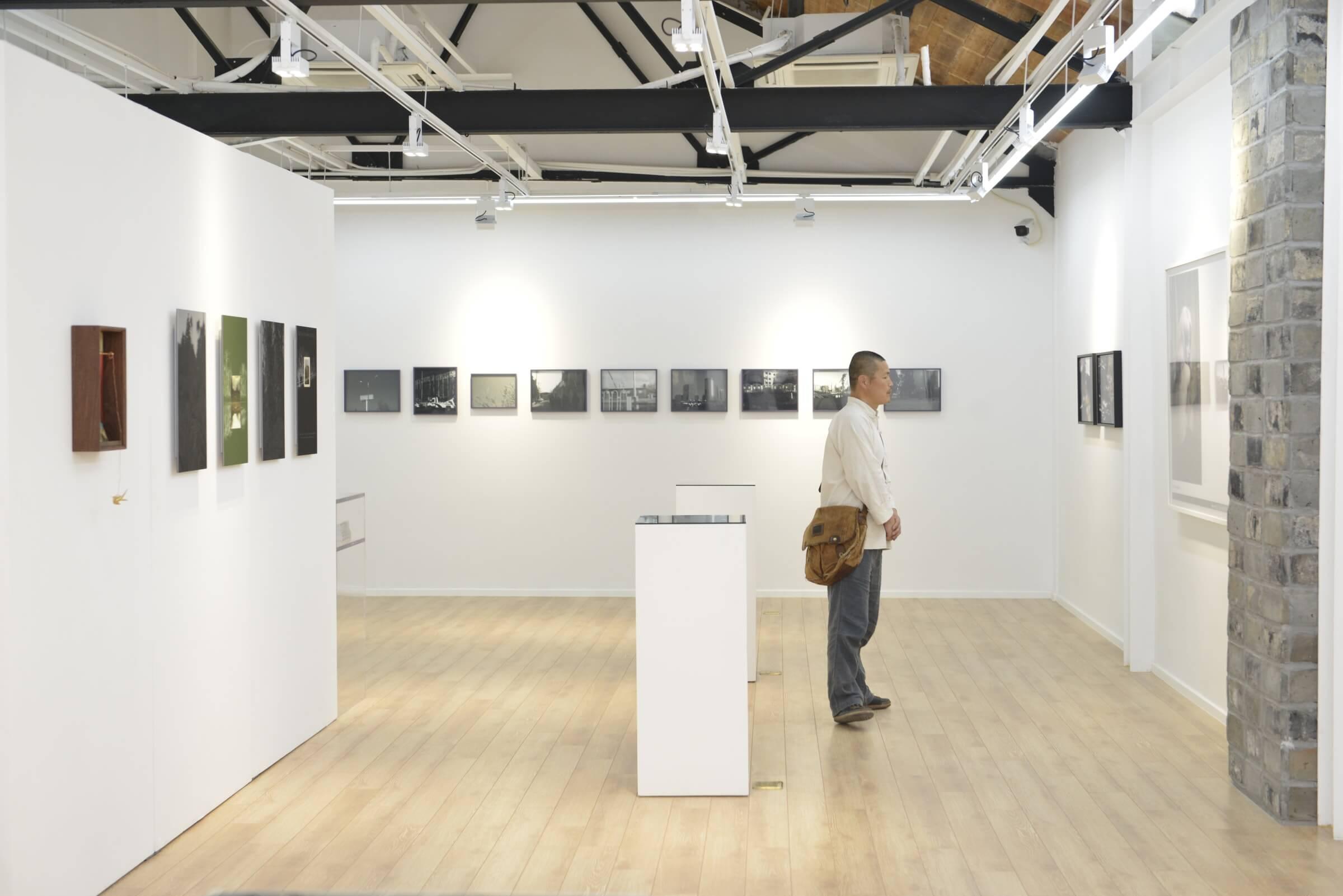 Modern Art Base a invité de nombreux artistes, conservateurs et institutions artistiques.
