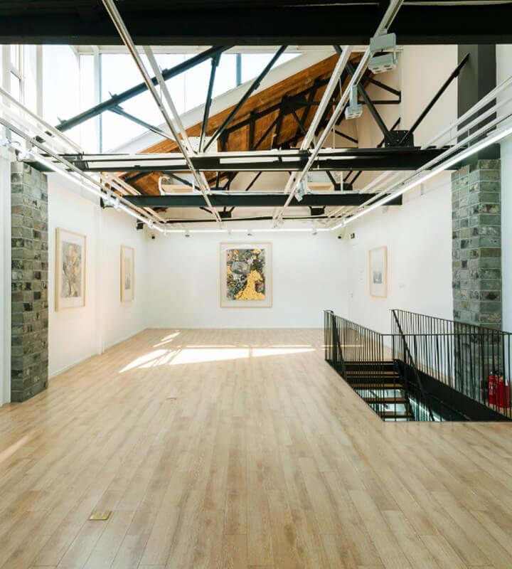 Modern Art Base est une galerie d'art contemporain située au sein de la librairie de trois étages ZiWU.